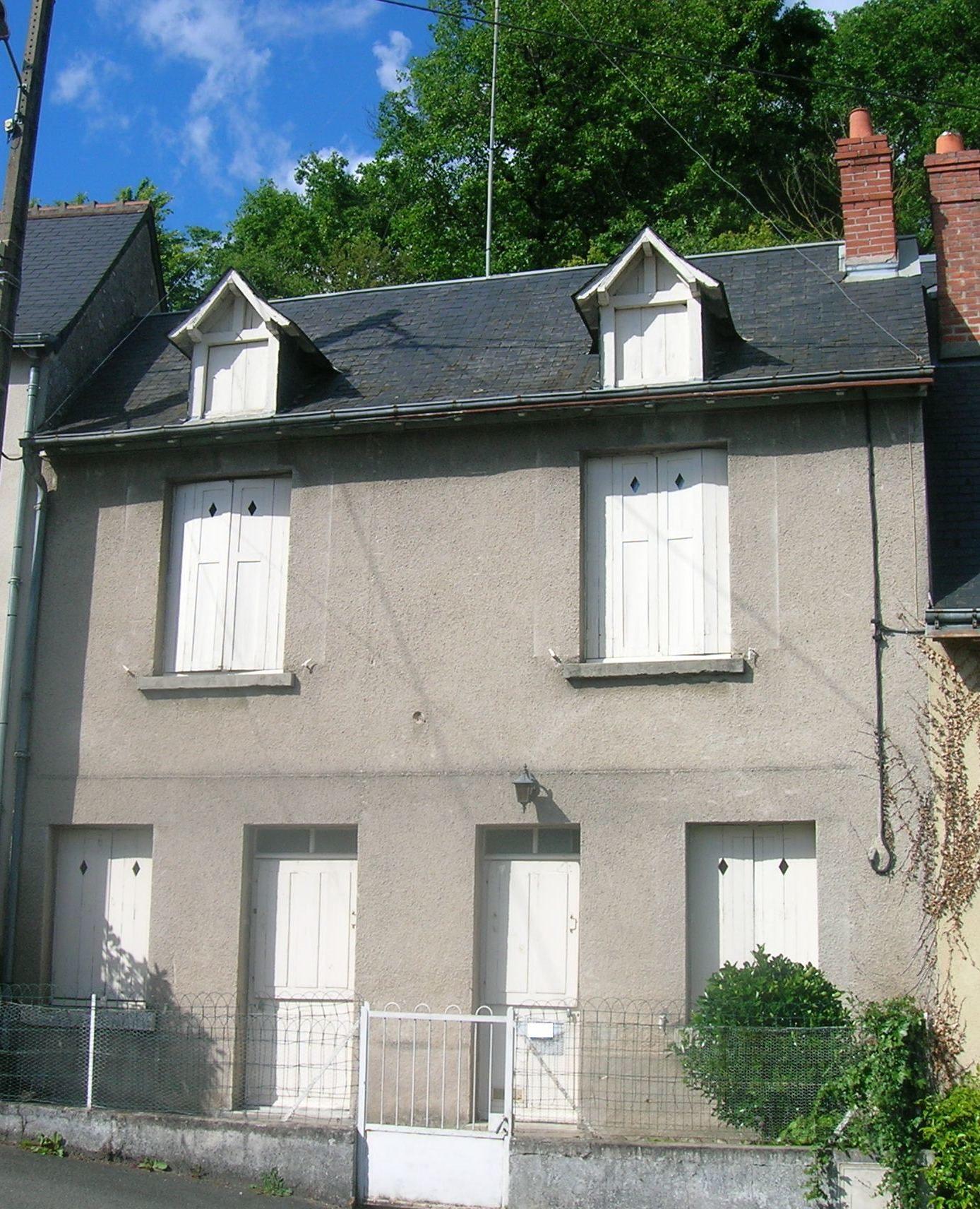 Maison de bourg louer truyes bouton immobilier for Immobilier maison a louer