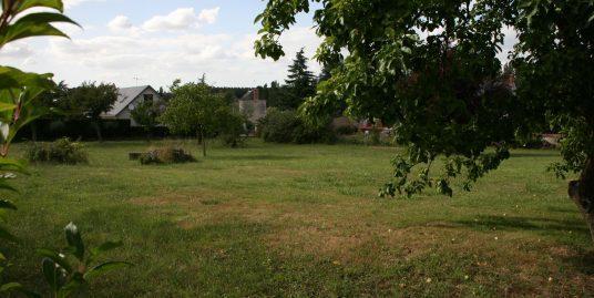 Très beau terrain en plein bourg de Reignac-sur-Indre